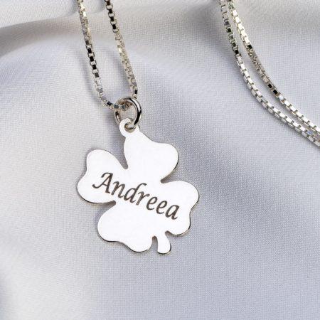 Lantisor patrat cu pandantiv trifoi personalizat - Armilla Sliver - Unește cupluri